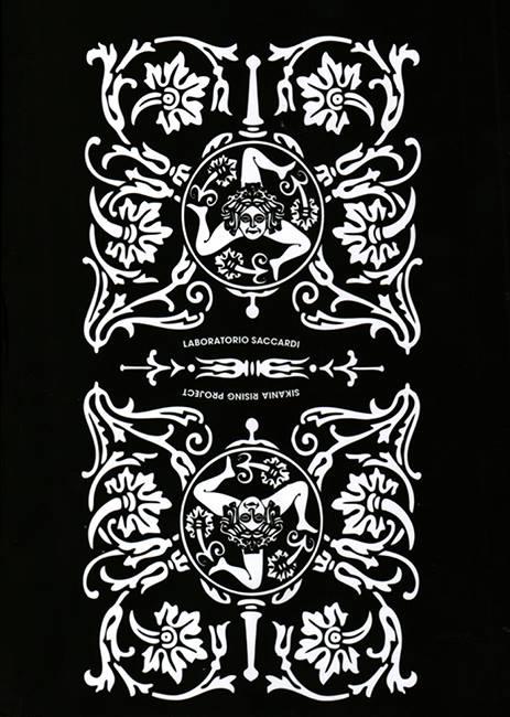 Il catalogo che raccoglie l'intera evoluzione del Sikania Rising Project del collettivo palermitano 'Laboratorio Saccardi', un'immersione antropologica nel costume popolare di una Sicilia mistica ed arcaica, aberrante e tenera, attraverso eventi come La Robba, Casino Valguarnera, Casa Aut, Gaspare Mutolo Solo Show, Niente, Et in barbaria ego, La camera della morte. Un volume completamente illustrato e corredato dai testi di Laura Barreca, Paolo Falcone, Federico Lupo, Helga Marsala, Laboratorio Saccardi.